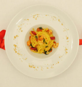 Italian tagliolini with shrimp and mint scents